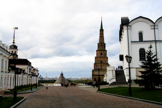 Main drag of the kremlin; Syuyumbike Tower on the right.