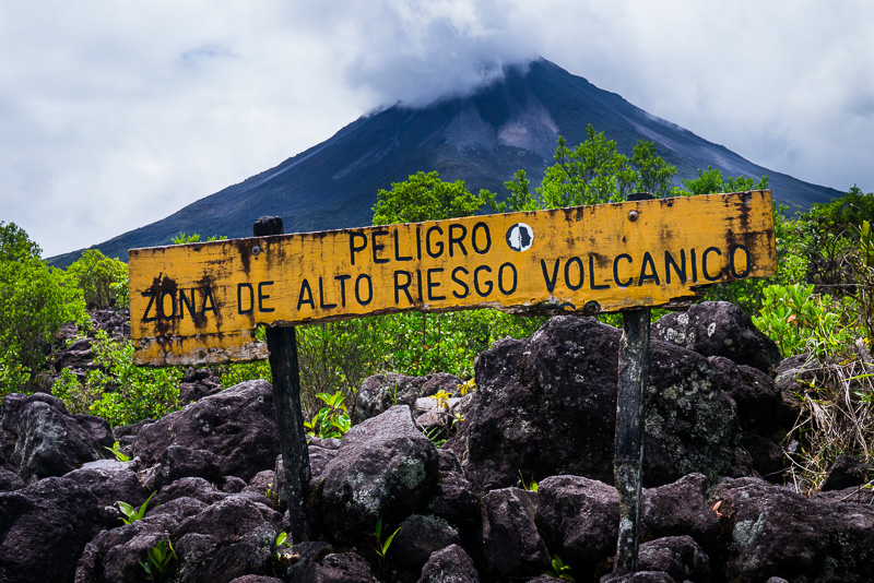 Viewing area for Volcán Arenal along the trail.